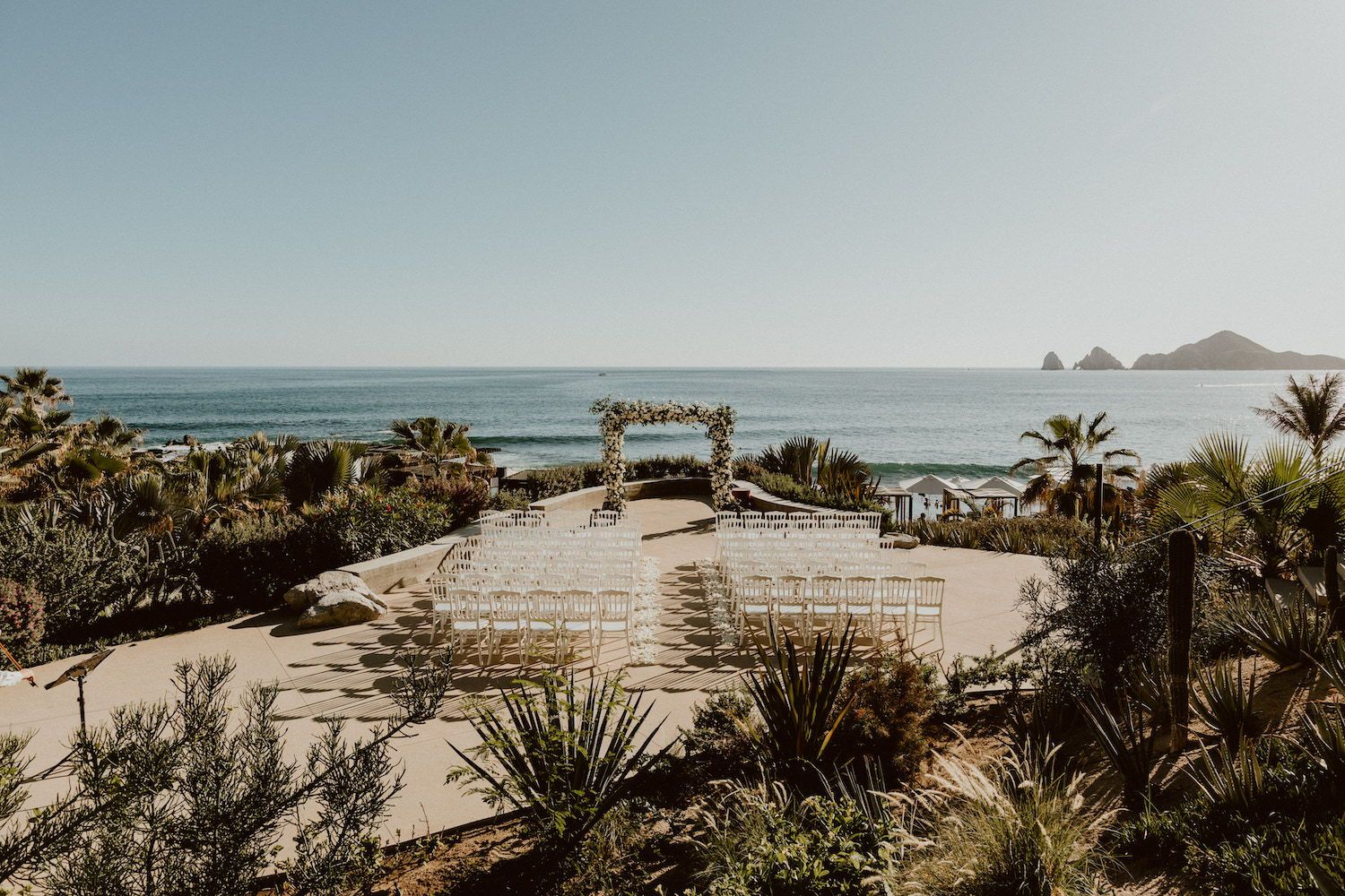 White and golden wedding at The Cape Cabo Wedding