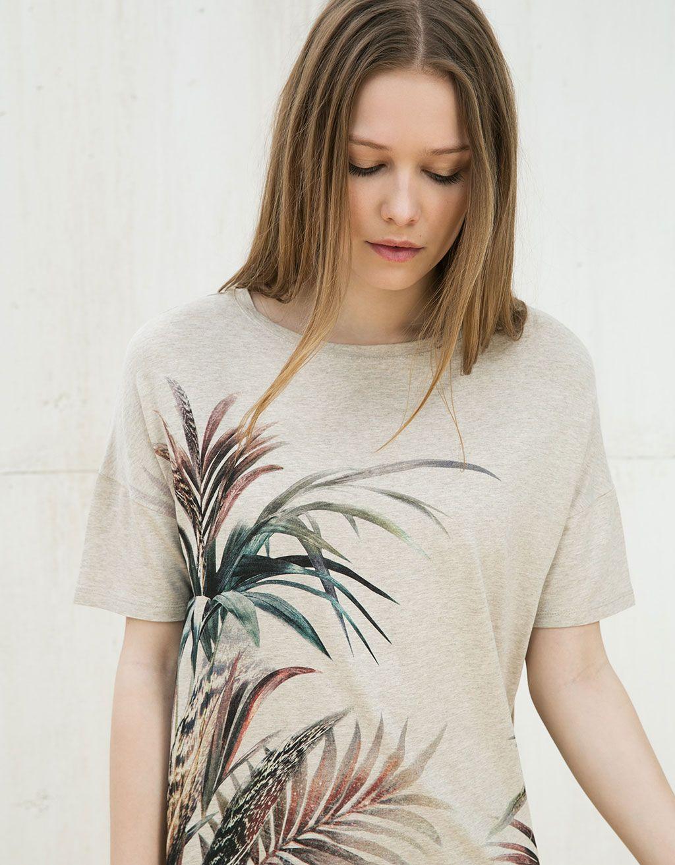 Camiseta elástica estampado hojas - Camisetas - Bershka España