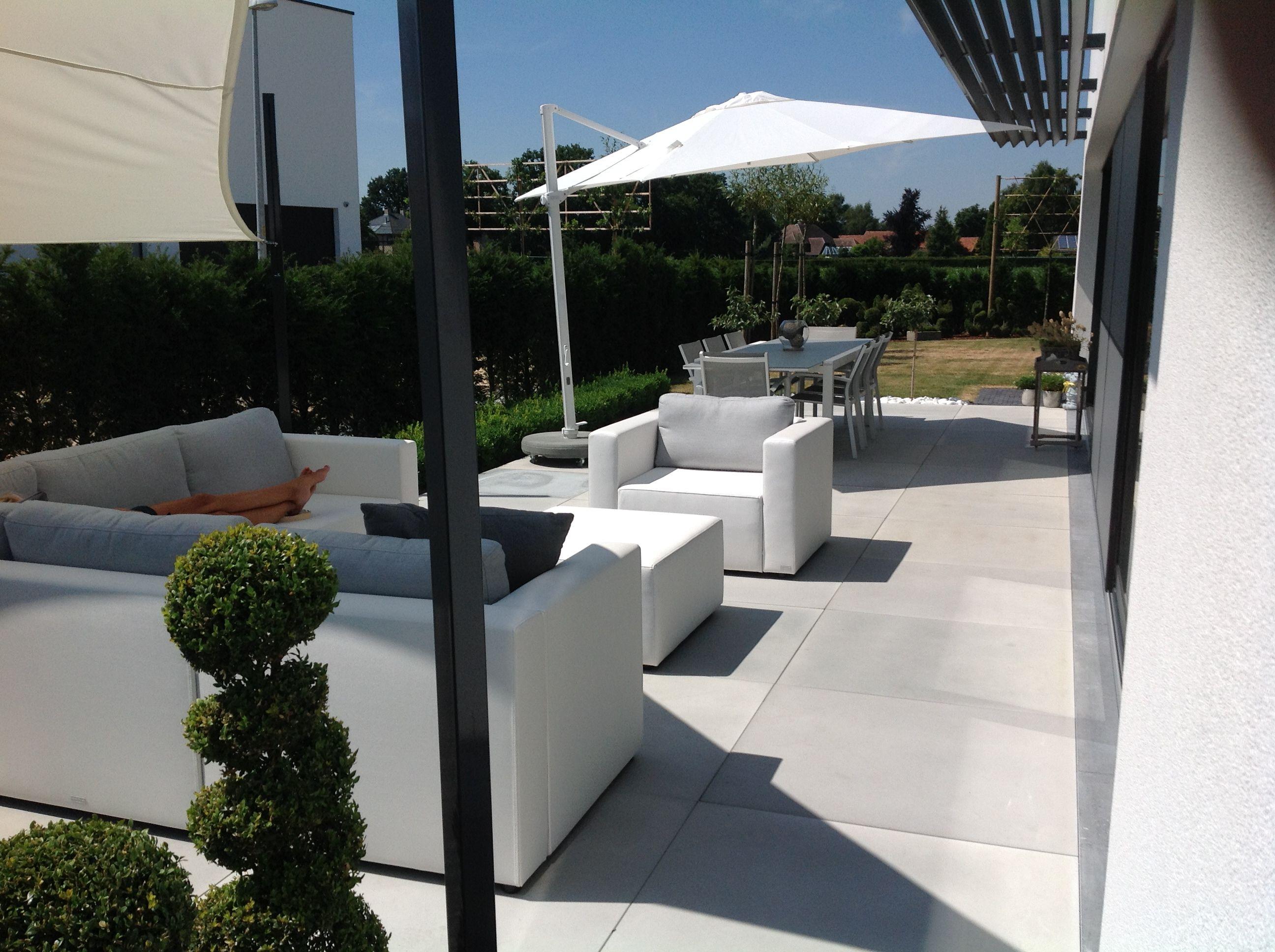 Loftstone betontegels. 100x100 cm. voor een zeer modern en strak ...