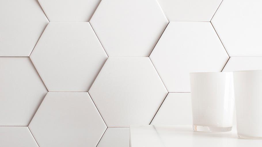 Nuevos Revestimientos Faces Naturalidad Geometrica Por Ramon Esteve L Antic Colonial Wall Tiles Hexagon Tiles Honeycomb Tile