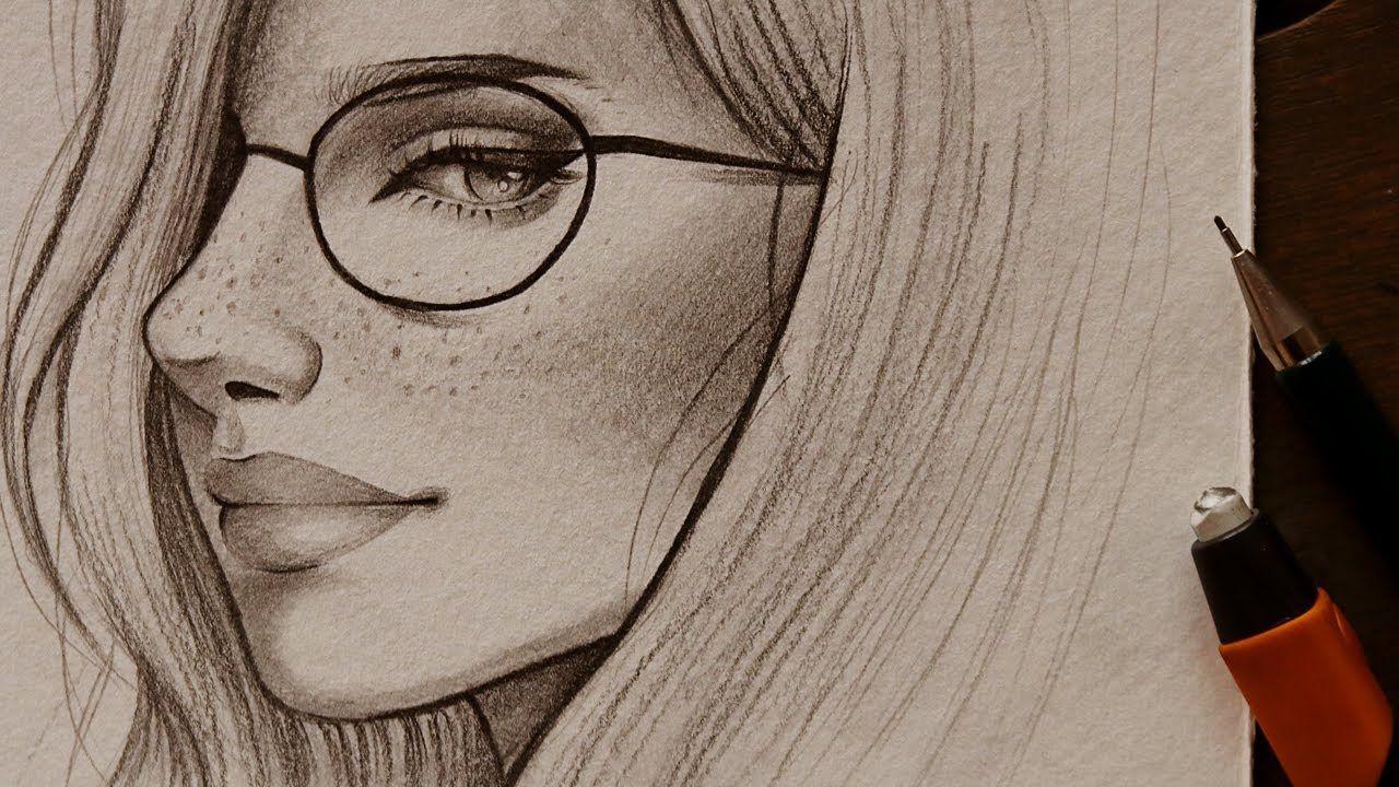 تعليم الرسم بالرصاص كيف ترسم وجه شبه جانب فتاه ترتدي النظارات ورسم النمش رسم تعلم الرسم رصاص بورتريه Art Drawings Galaxy Art Art