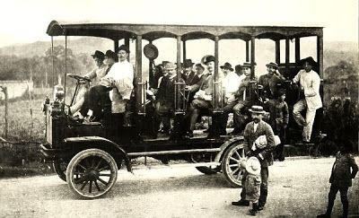 Uno de los primeros autobuses que circuló en la ciudad de Caracas en 1914. La compañia se llamaba Boulestine.