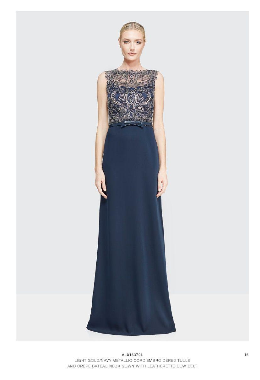 Hermoso Vestido Azul Marino Con Encaje Y Detalles Dorados