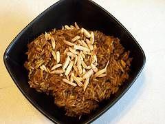 Las recetas árabes de arroz suelen ser más que interesantes, ya que combinan en un solo plato un menú prácticamente completo. Esta no es la excepción: el cereal, en este caso, se combina con carne picada y frutos secos. Perfecto para tomar en el invierno que se avecina.