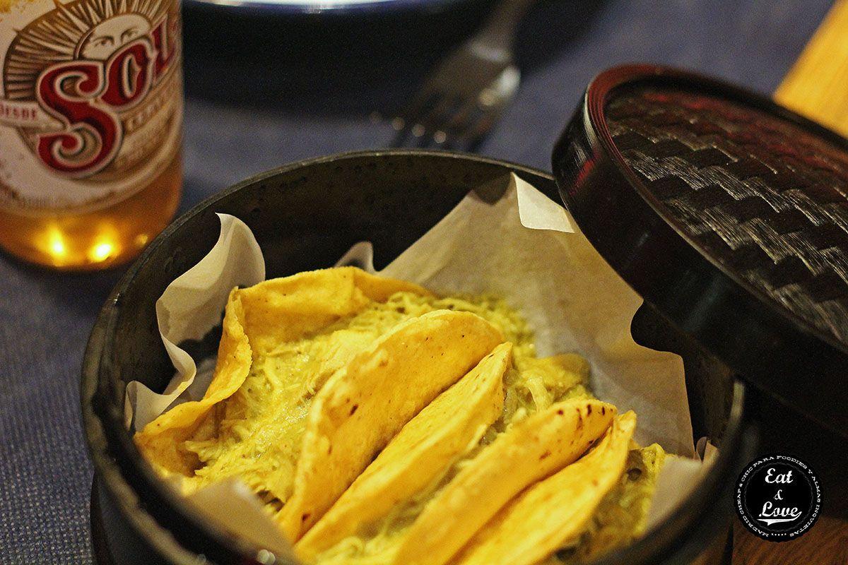 Tacos de pollo en mole verde - La Chelinda