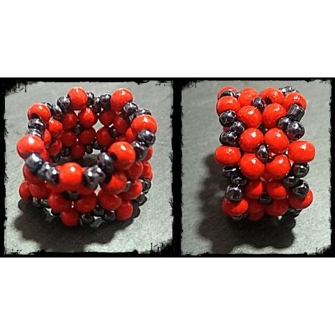 Perlenring rot schwarz