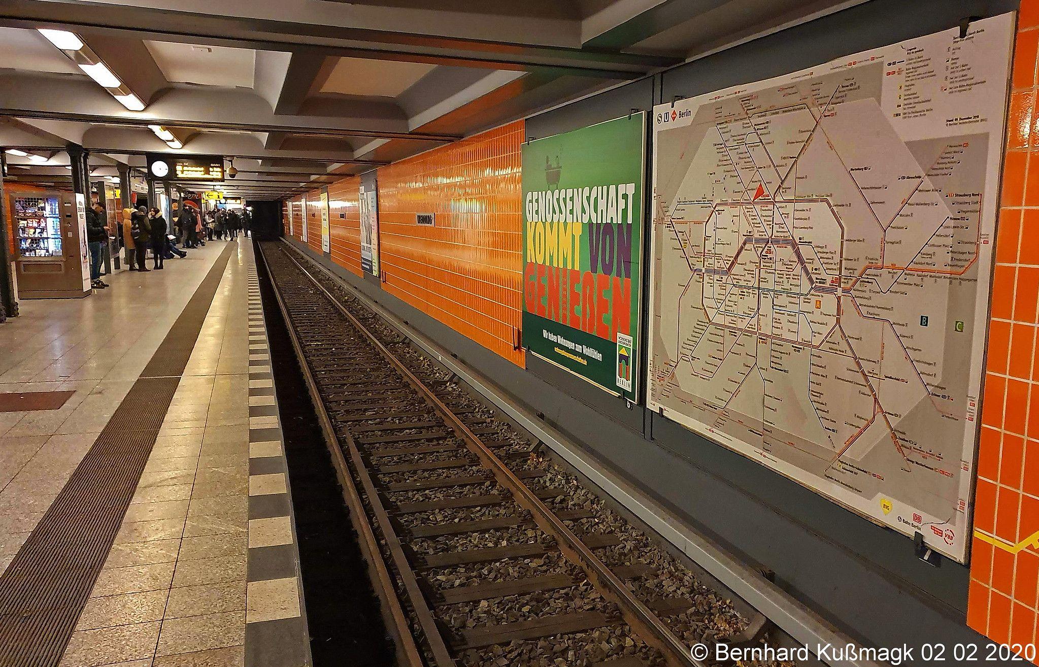 Europa Deutschland Berlin Mitte Wedding U Bahnhof Wedding U Bahn Linie U6 In 2020 Berlin Deutschland Underground