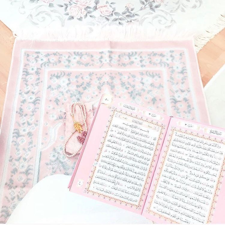 Op Instagram Don T Forget To Read Surah Al Kahf Pink Hijab Princessa Hijabiselegant Seni Buku Kartu Fotografi Urban