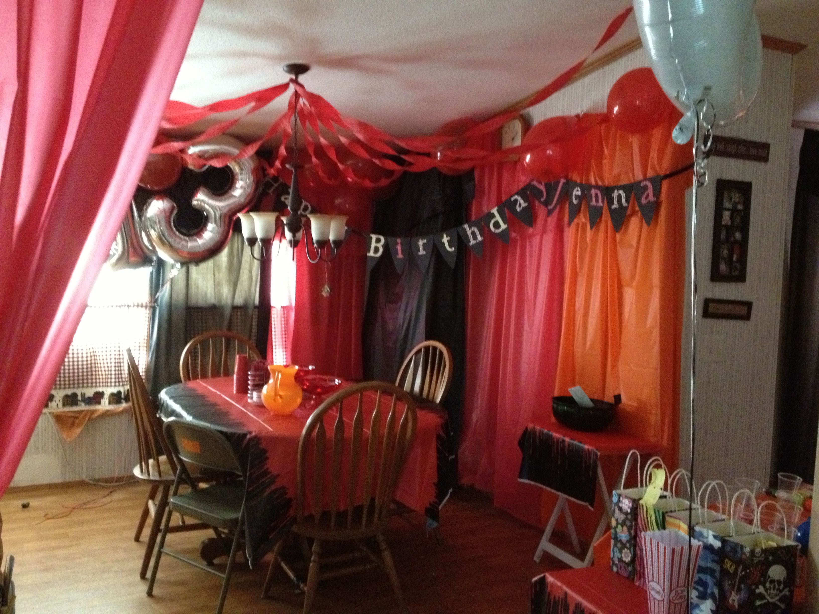 Do it yourself party decorations used fishing wire to for Do it yourself centerpieces for birthday