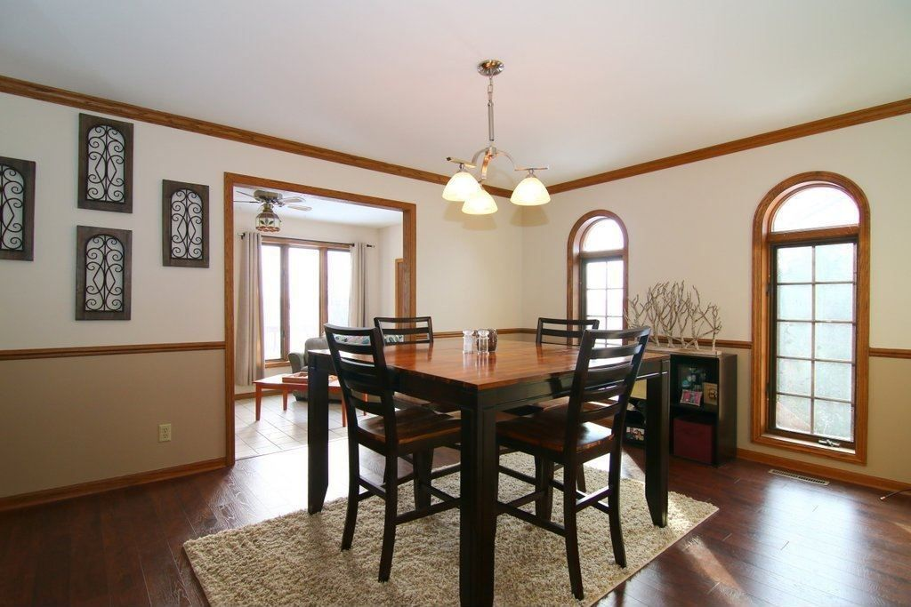 Craftsman dining room with arched window chair rail for Craftsman picture rail