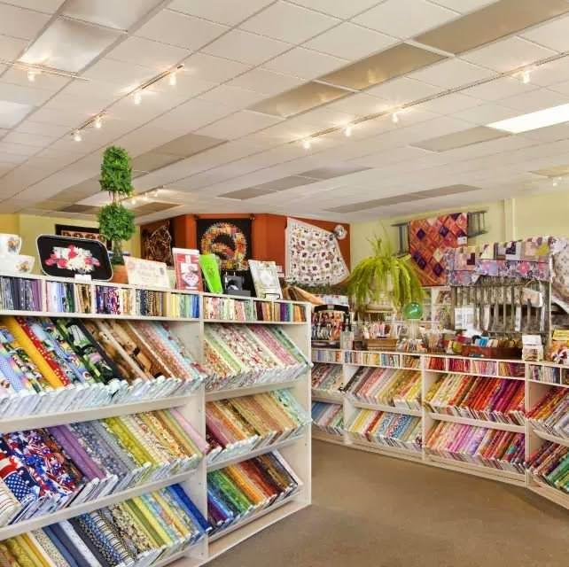 Bolt Shelving Quilt Shop Displays Fabric Shop Display Fabric Store Design