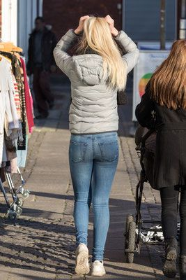 Candid Girls In Jeans