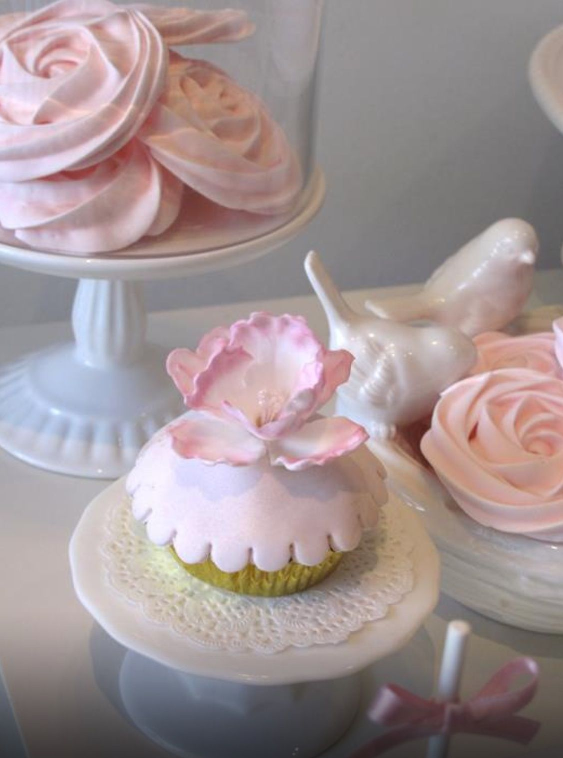 Love this for the meringue roses in the background.