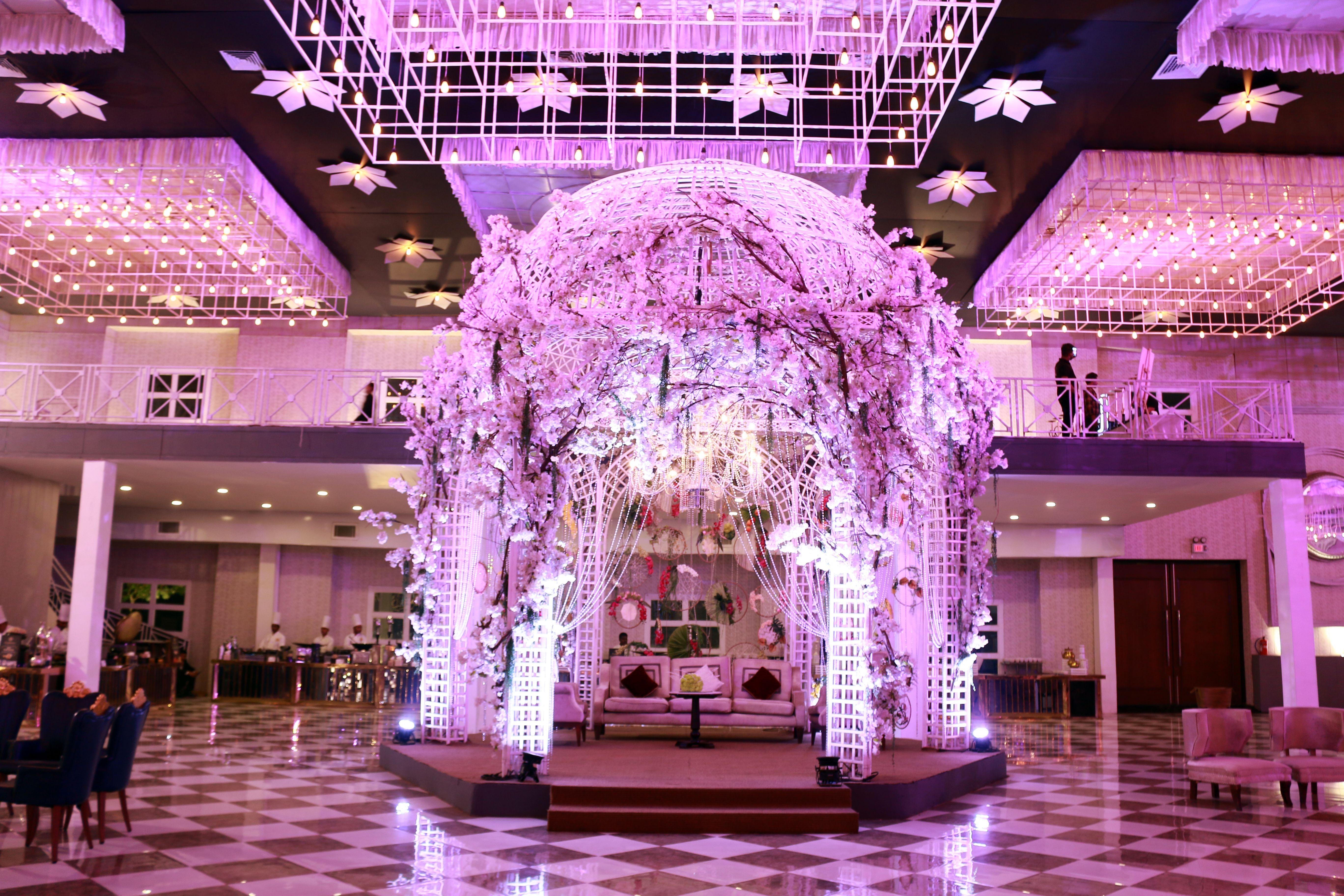 Best Banquet Halls In Delhi For Marriage In 2020 Wedding Banquet Hall Luxury Wedding Venues Wedding Hall