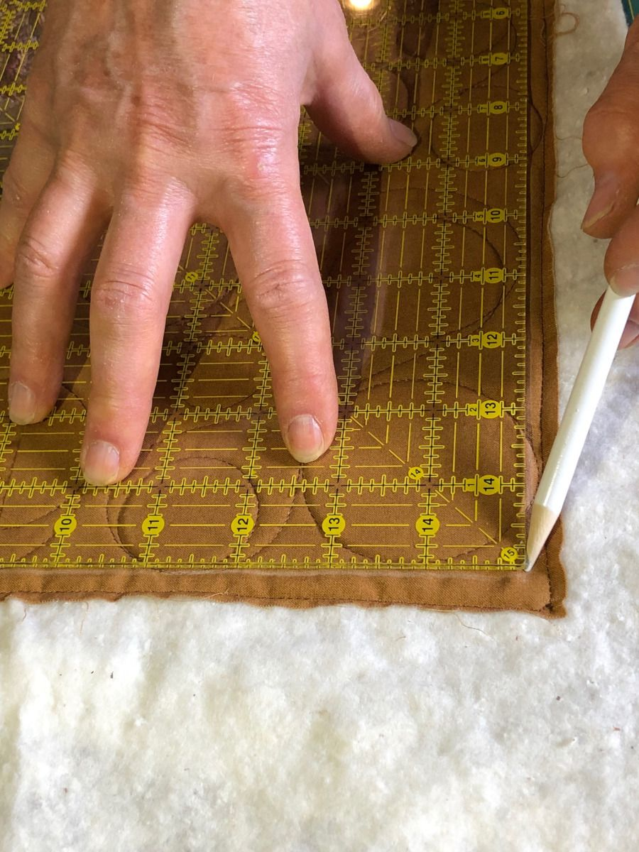 """How to Square Up a Quilt for Binding is part of Quilt layers, Quilts, Quilting techniques, Hand quilting, Binding, Quilting tips - When the quilting's done and the binding is all that remains, the finish line is in sight  What an awesome feeling! Before you head down the home stretch, take some time to """"square up"""" the quilt and your quilt will look even more spectacular"""