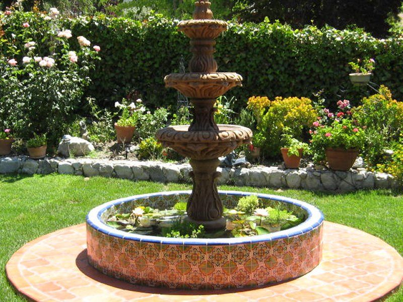 Image gallery mexican fountains for Mexican style outdoor fountains