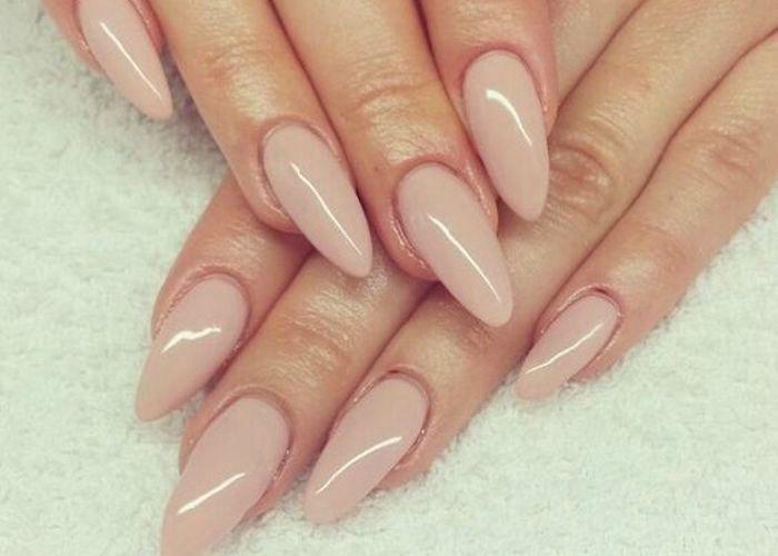 Deze nagellook werd in 2015 vaak gevraagd in nagelsalons ... Almond Nagels