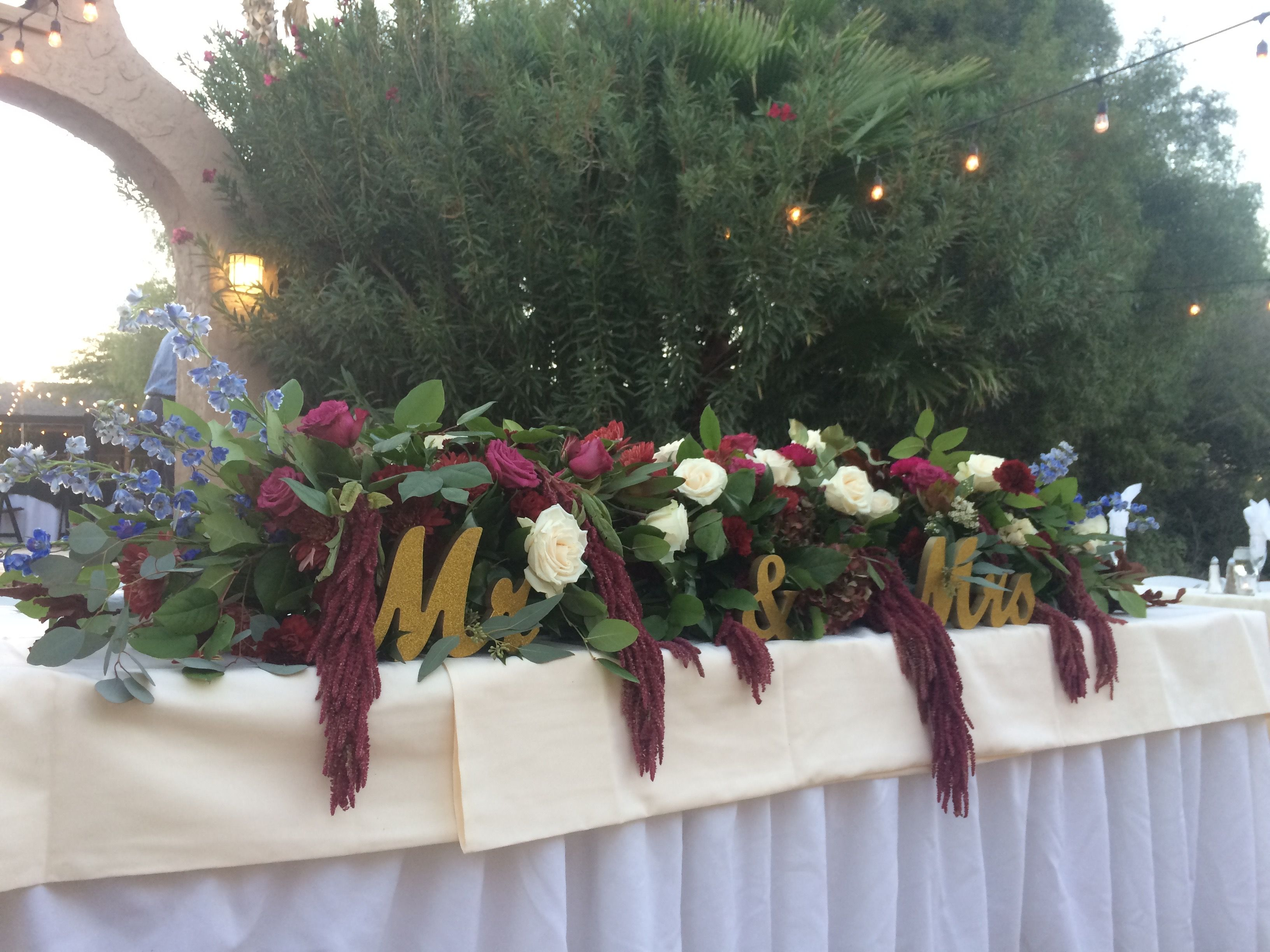 Head Table Decor With Berry And Cream Blooms Vendella Roses