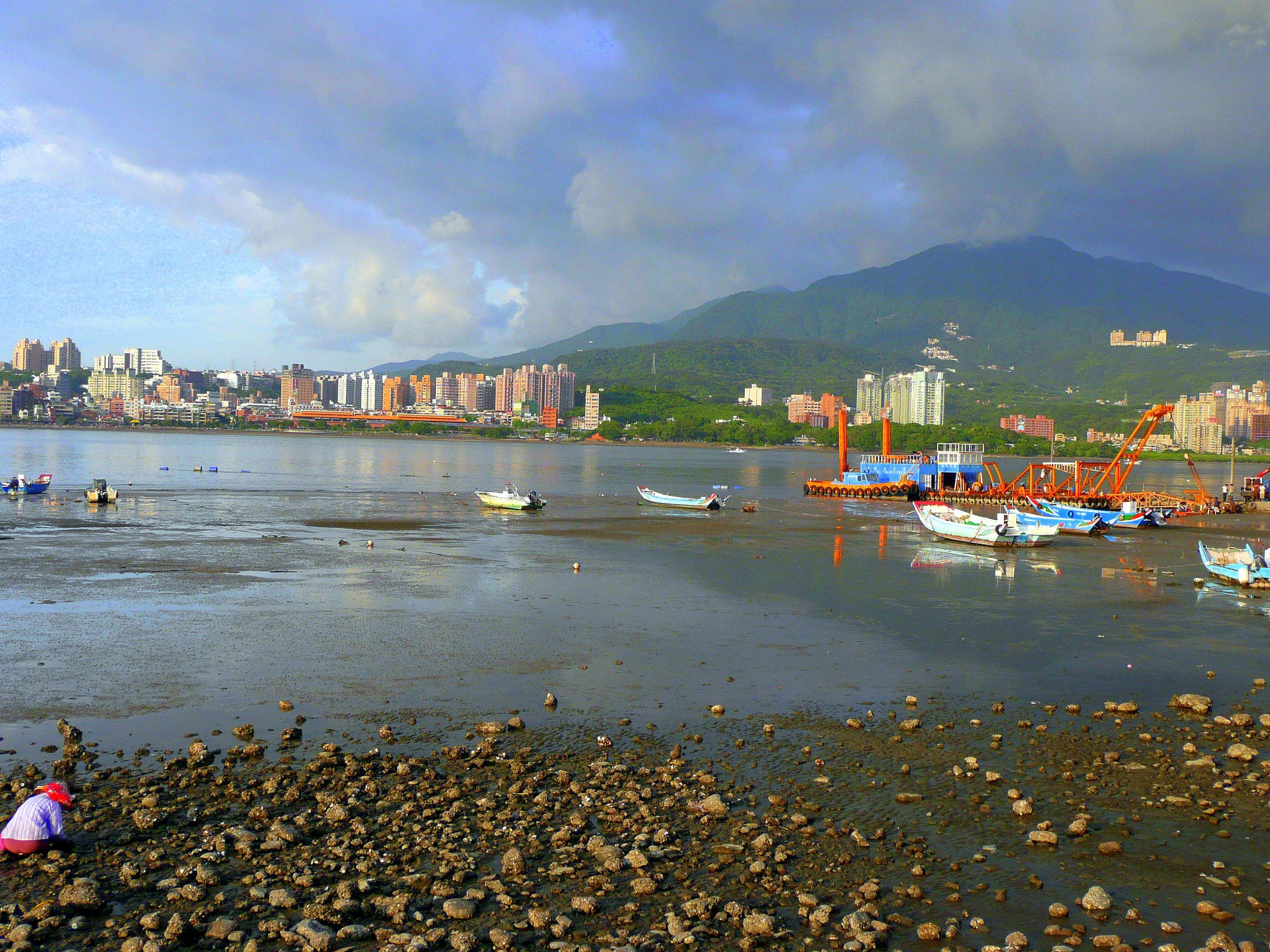 what to do in danshui taiwan