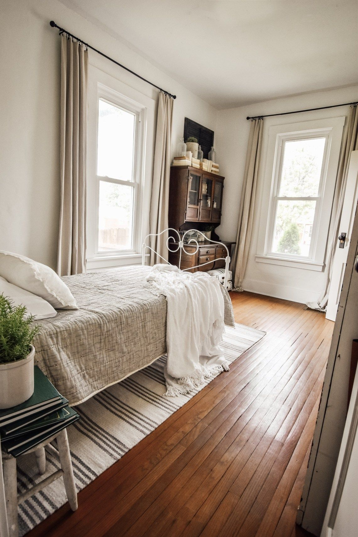 An Office Guest Room Combo | Guest room office, Small ...