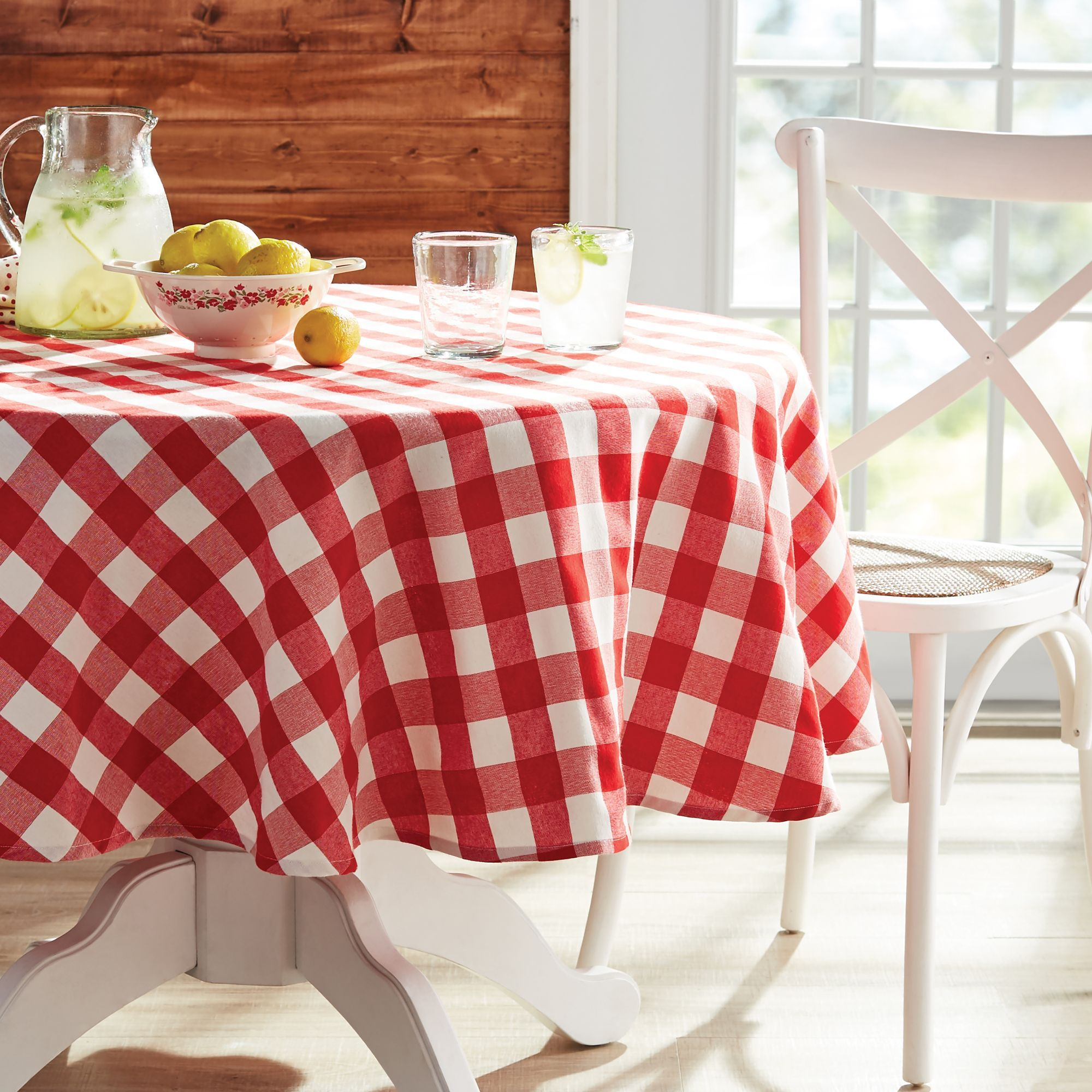 The Pioneer Woman Charming Check Round Tablecloth 70 Walmart Com In 2020 Pioneer Woman Kitchen Classic Tablecloths Pioneer Woman