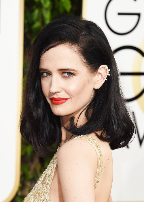 Eva Green attends the 73rd Annual Golden Globe Awards held at the Beverly Hilton Hotel on January 10, 2016 in Beverly Hills, California.