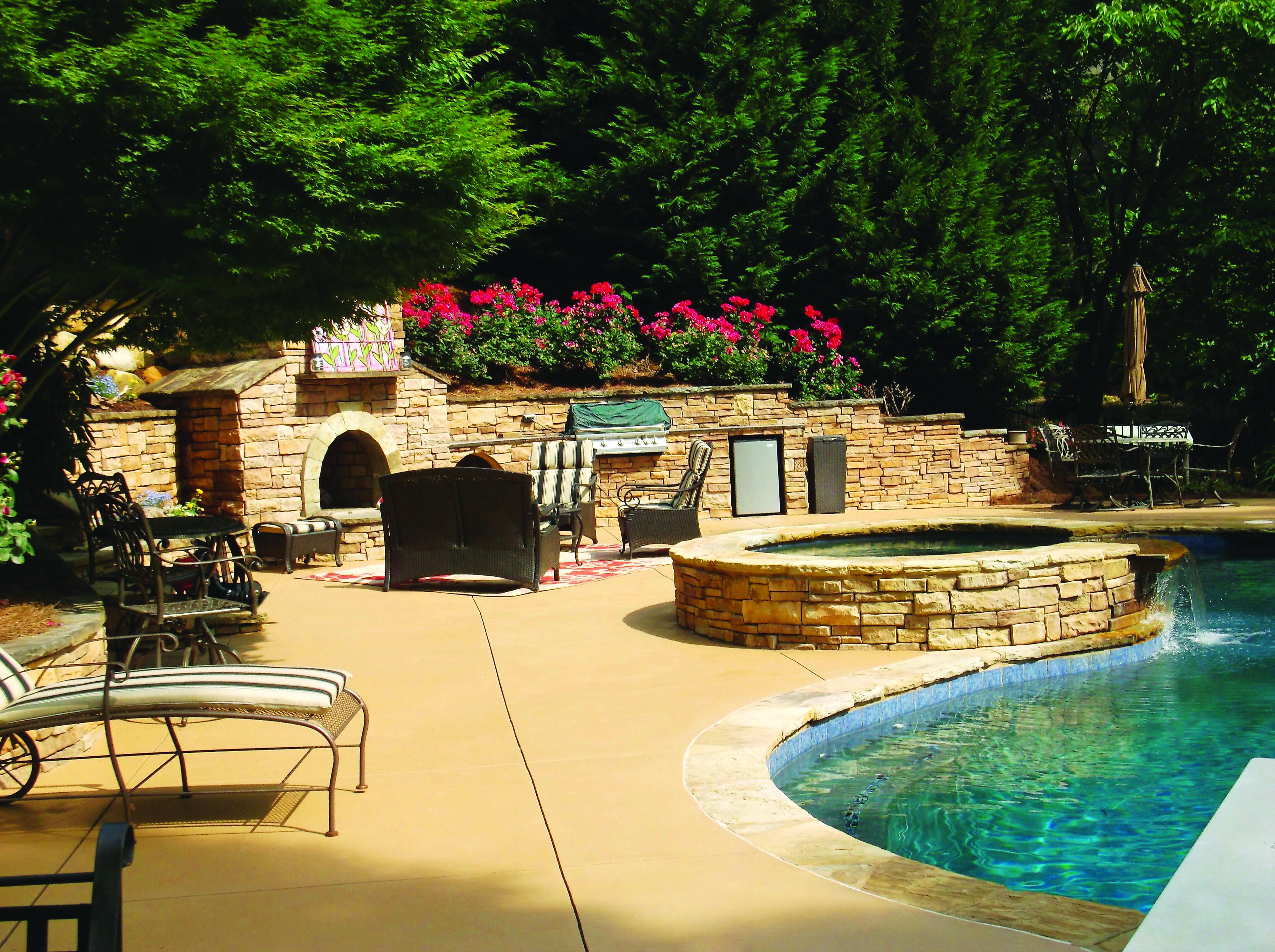 Attractive Add A Concrete Overlay To Your Pool Deck To Rejuvenate Your Backyard And  Lounging Area. BetonbeckenBeton BastelnBeton DeckschichtDekorativer ...