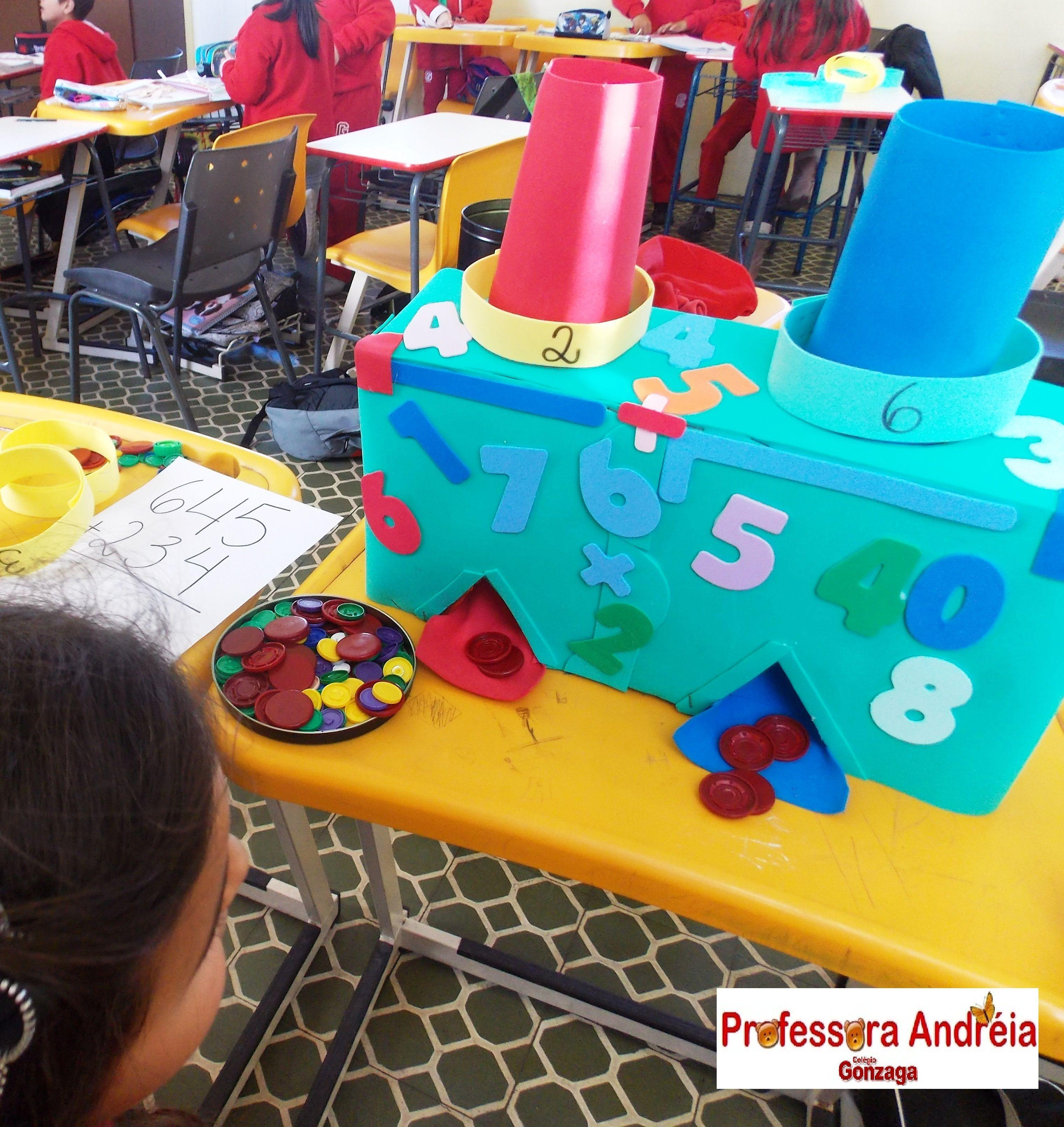 Estimula os alunos a realizar a contagem para resolver cálculos simples.