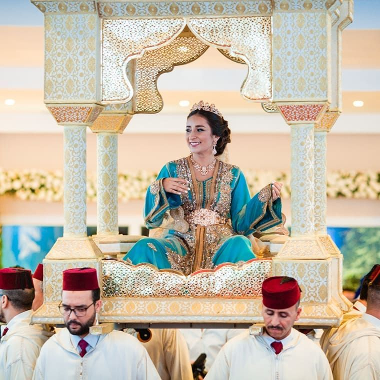 The Carrying Of The Bride In The Amaria Is One Of Our Favorite Moroccan Wedding Traditions What S Yours M In 2020 Moroccan Wedding Moroccan Style Wedding