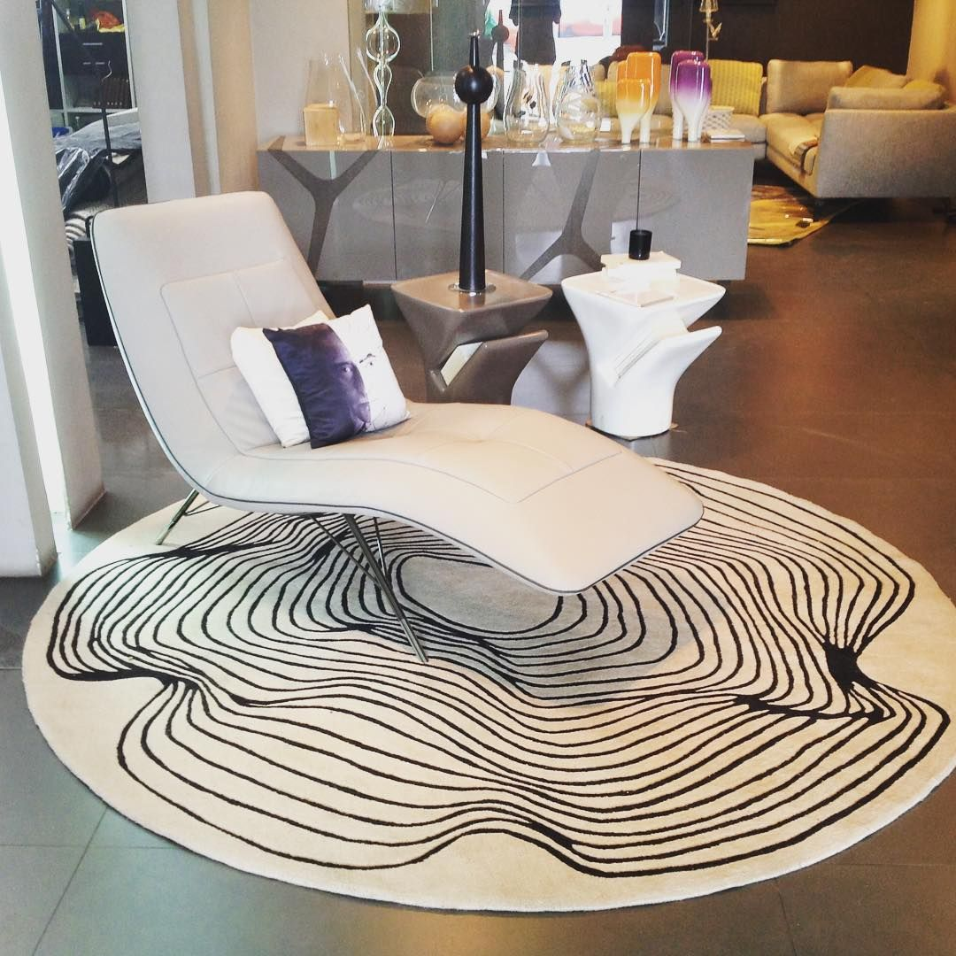 The Solaris Lounge Chair In The Roche Bobois Ivory Cost Showroom Designed By Sacha Lakic For Roche Bobois Sachalakic Rochebobois Lakic Com Mebel