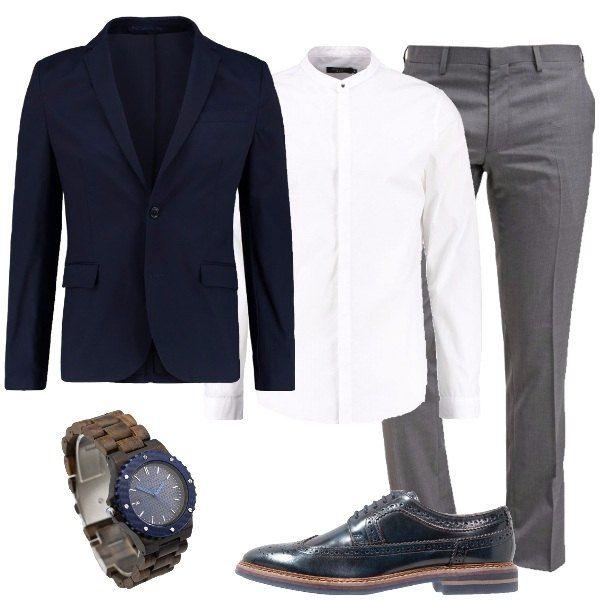 best service 2291c 13dbe Outfit elegante, composto da giacca blu marine colletto a ...