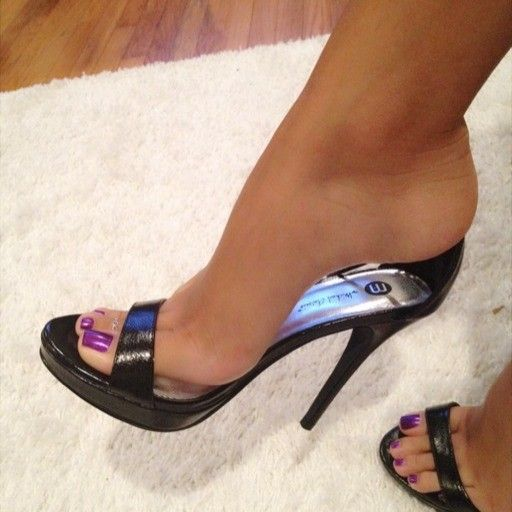 pin von f d auf high heels pinterest sch ne f e sandaletten und pumps. Black Bedroom Furniture Sets. Home Design Ideas