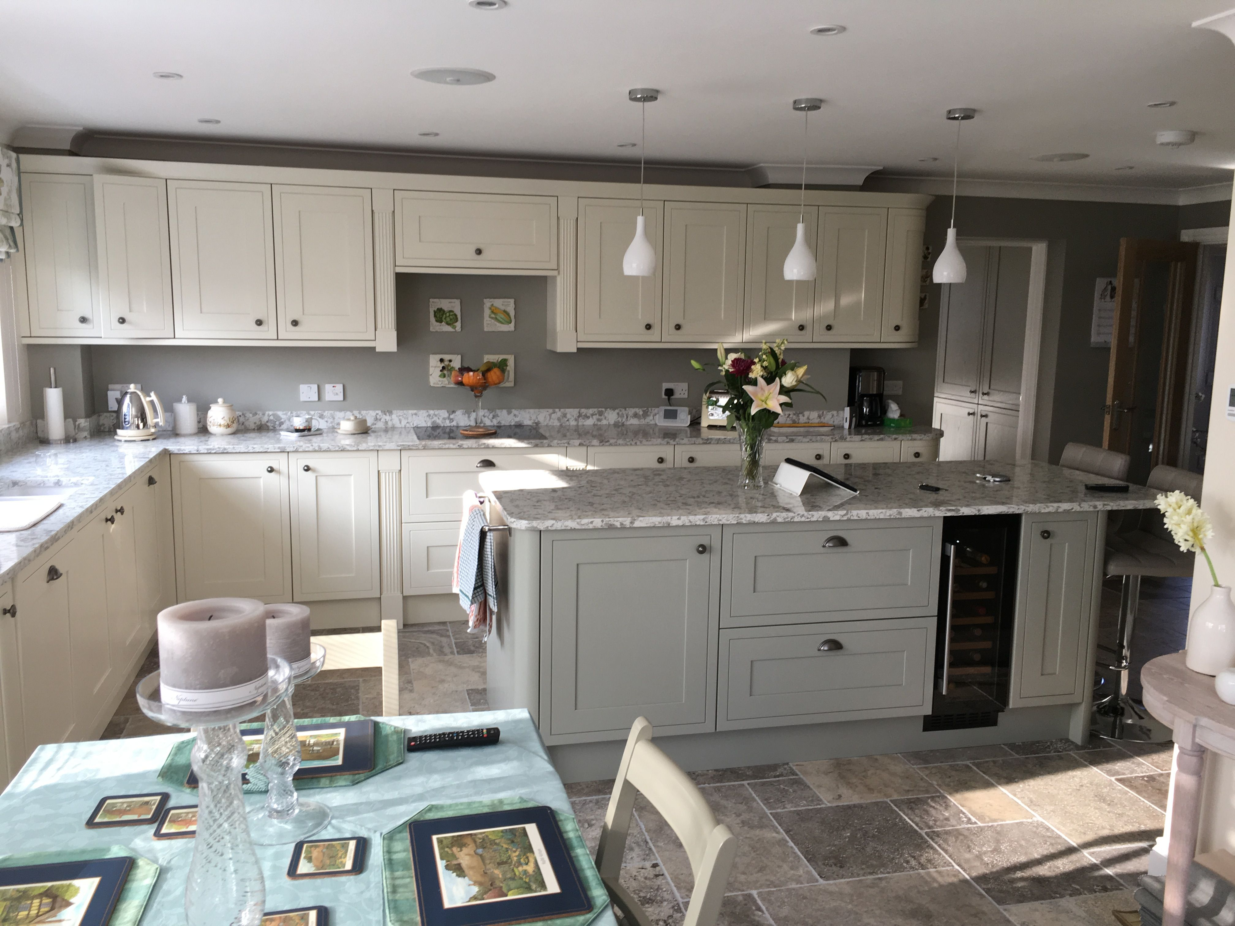 Howdens kitchen Tewkesbury Framed Antique White & Skye