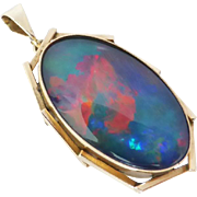 This eye catching vintage pendant comprises of one pretty opal triplet gem!
