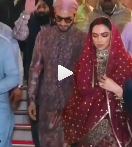 Deepika Padukone And Ranveer Singh Seek Blessings At Golden Temple On Their First Wedding Anniversary Hungryboo First Wedding Anniversary Wedding Anniversary Ranveer Singh