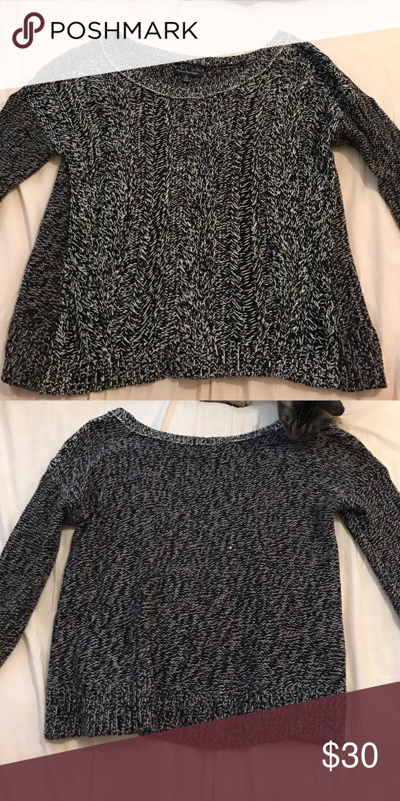 Comfy knit sweater Knit sweater, very flattering, comfy and perfect for fall and winter. American Eagle Outfitters Sweaters