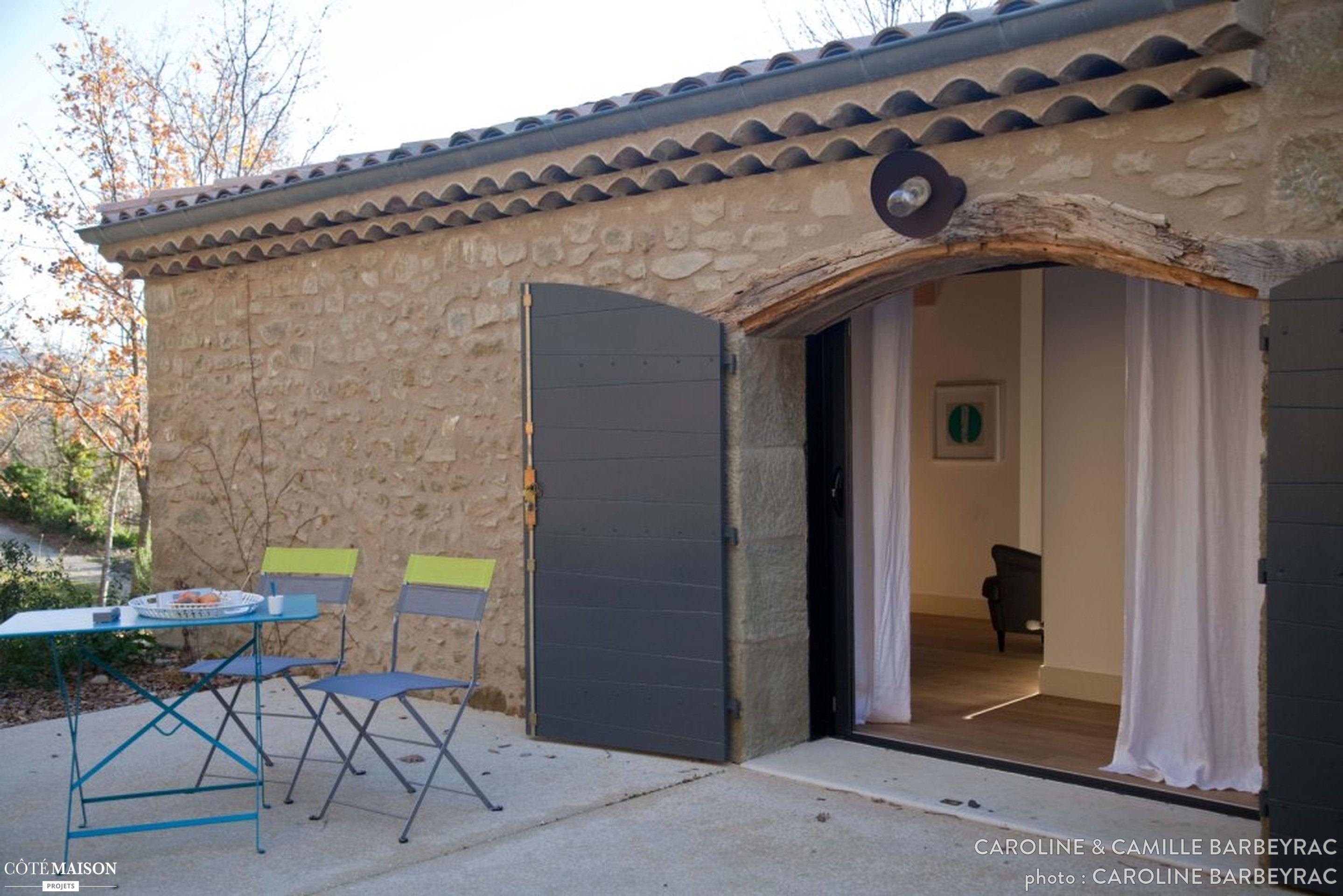 cette belle b tisse est un ancien corps de ferme lov e au soleil dans un crin champ tre et. Black Bedroom Furniture Sets. Home Design Ideas
