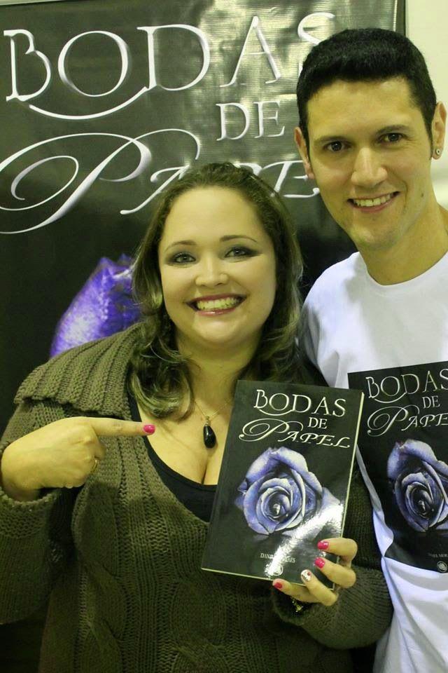 A belíssima Miss Plus Size, Taís, com o #escritor #DanielMoraes no lançamento do #livro #BodasDePapel em #BragançaPaulista interior de #SP