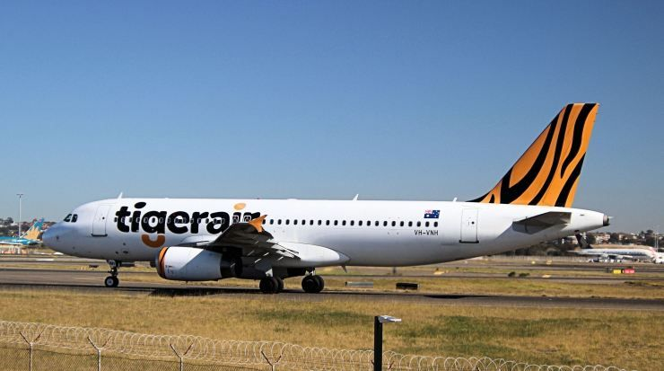 Airbus A320 Commercial Aircraft Aircraft Aviation