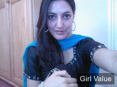Beautiful Desi Girl in Black Salwar Kameez