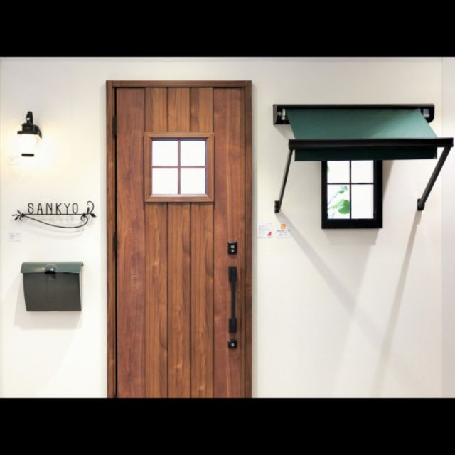 玄関 玄関ドア アンティーク カフェ風 窓 などのインテリア実例