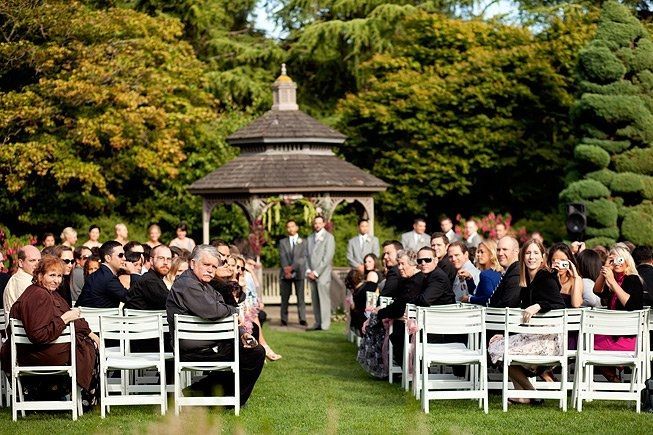 With Over 280 Vibrant Species Of Roses The Rose Garden Near Woodland Park Zoo Is The Perfect Backdrop For Your Outdoor Zoo Wedding Woodland Park Zoo Ceremony