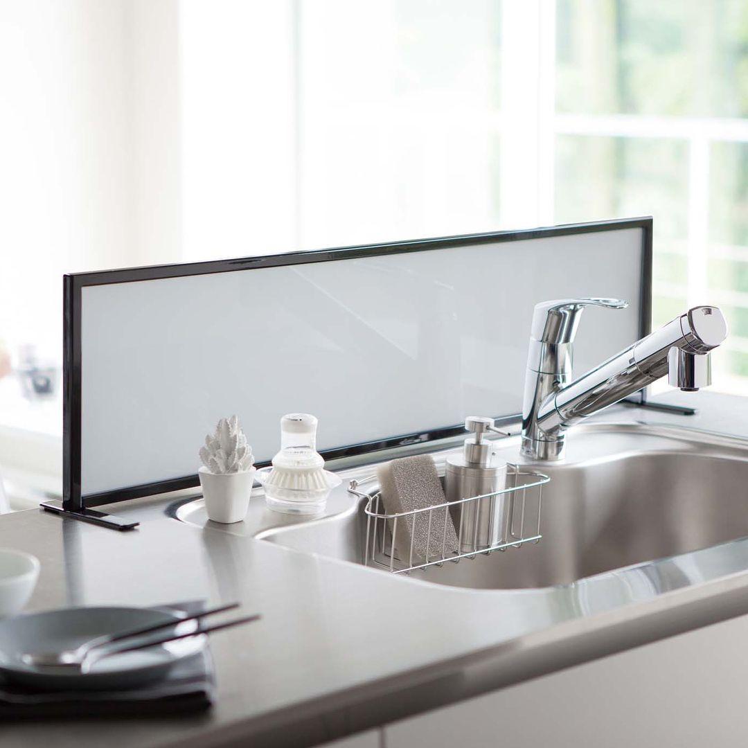 オープンキッチンシンクの 水はね を防止 シンク水はね防止スクリーン