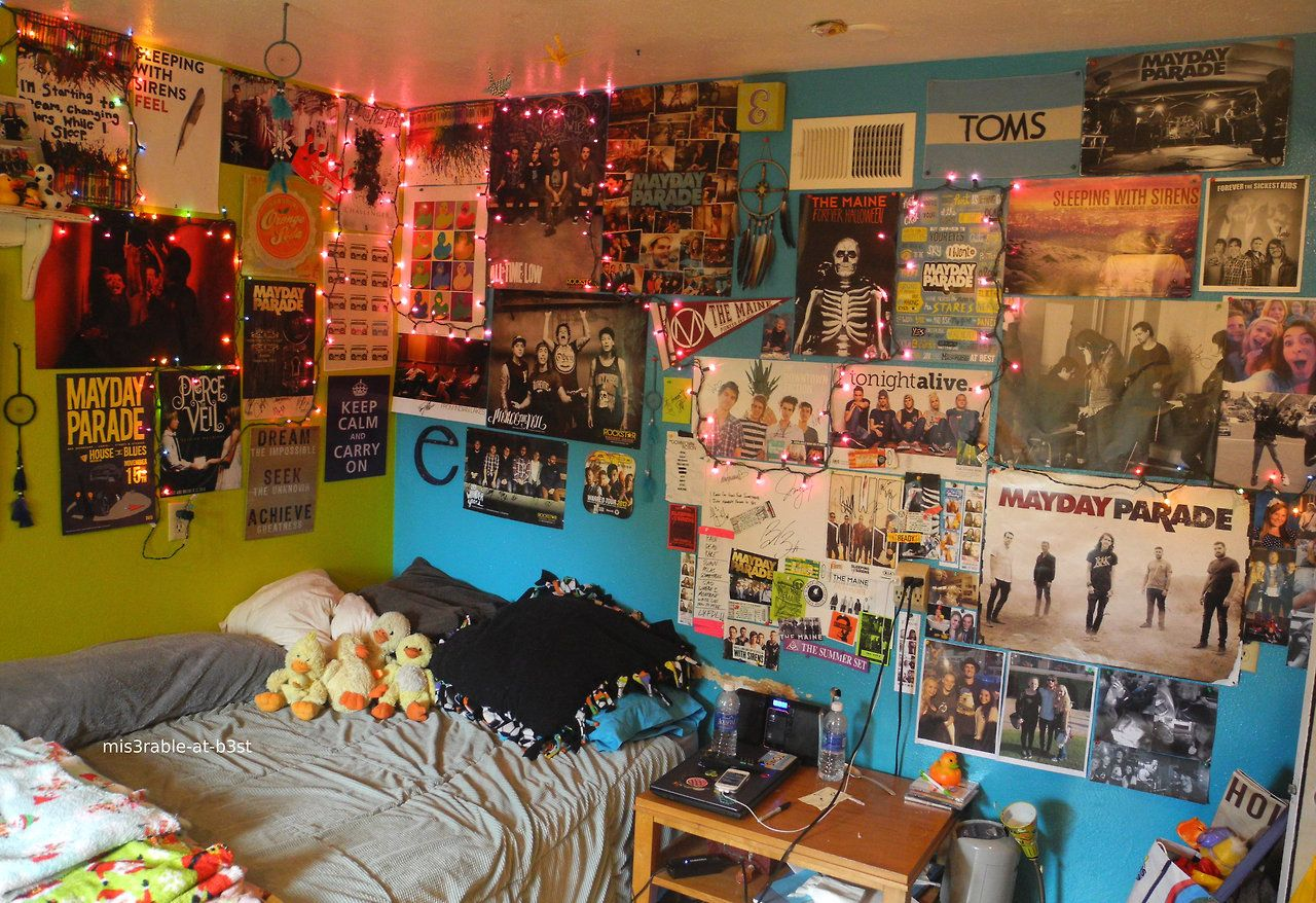 This Reminds Me Of My Best Friends Room (; Jennifer If Your Reading This. Part 60