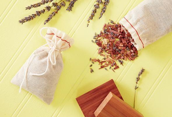 4 solutions de rechange naturelles aux boules antimites astuces pinterest la boule. Black Bedroom Furniture Sets. Home Design Ideas