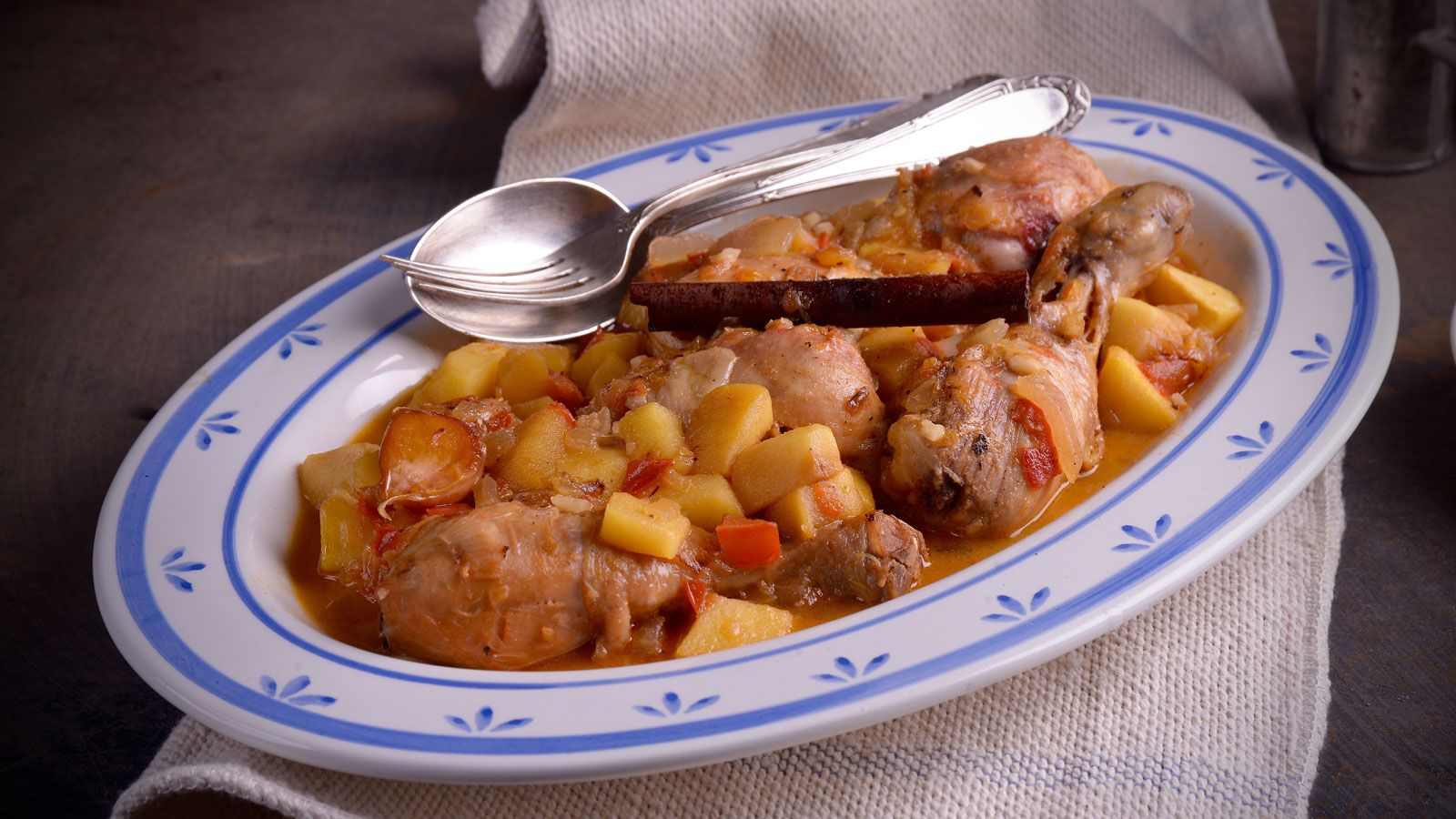 Jugosa Receta De Pollo A La Canea Con Manzana Un Plato Sencillo Y Fácil De Preparar Elaborado En El Programa Divinos Recetas Con Pollo Pollo Recetas Con Carne