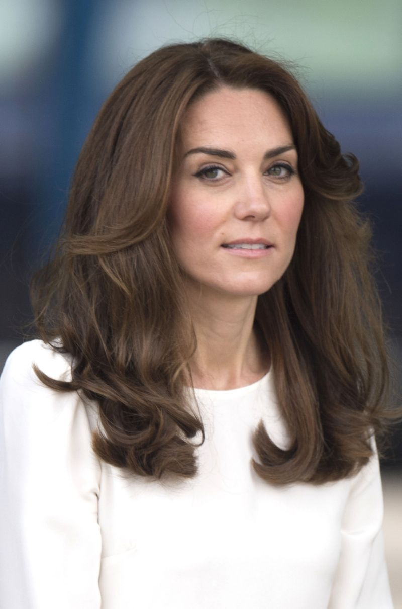 Duchess Of Cambridge Mixes Things Up In A Printed Midi Skirt For Charity Launch Kate Middleton Hair Princess Hairstyles Kate Middleton