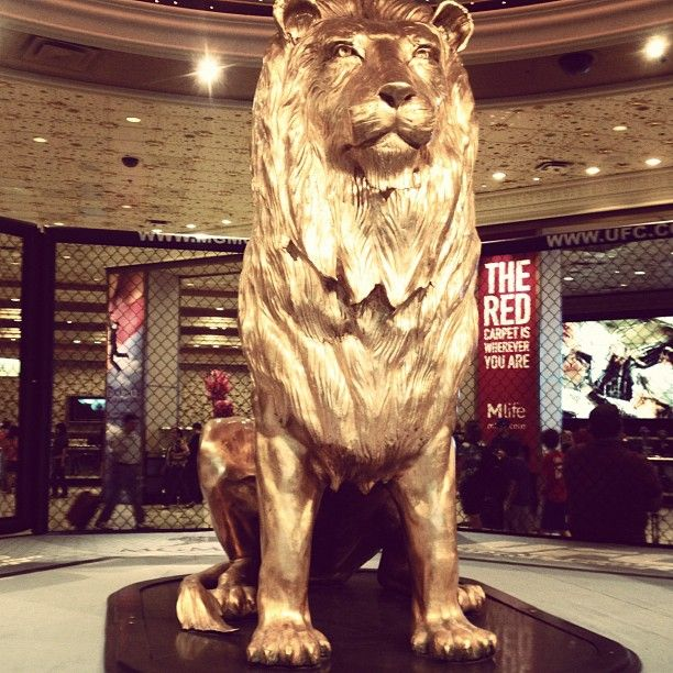 Mgm Grand In Lobby Gold Lion Lion Sculpture Statue Feline