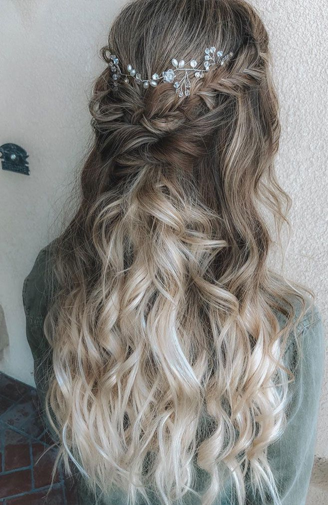 39 Gorgeous Half Up Half Down Hairstyles , braid half up half down hairstyles , partial updo hairstyle ,bridal hair ,boho hairstyle #hair #hairstyles #braids #halfuphalfdown #braidhair
