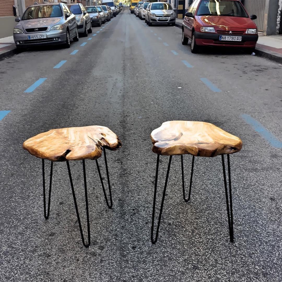 Mesas auxiliares de madera irregular y patas metlicas